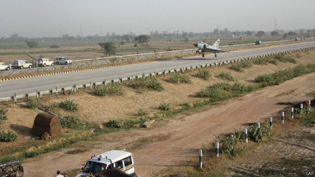 Indian iar Force lands expresshighway 1