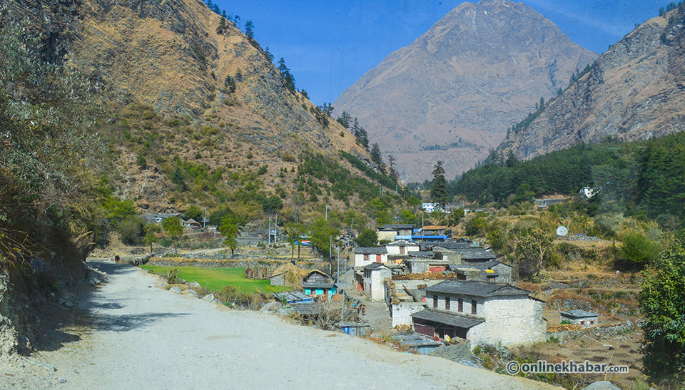 D5.9 Ghasa village, on the way to Jomsom_